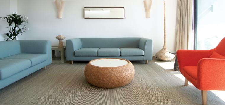 minimalismo linee rette amorbidite tavolo rotondo colori chiari azzuro rosso