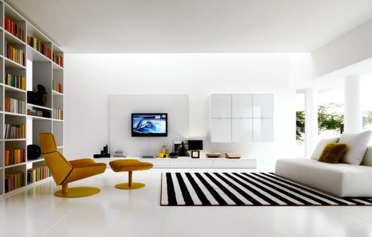 minimalismo soggiorno bianco tappeto rigato bianco nero poltrona gialla
