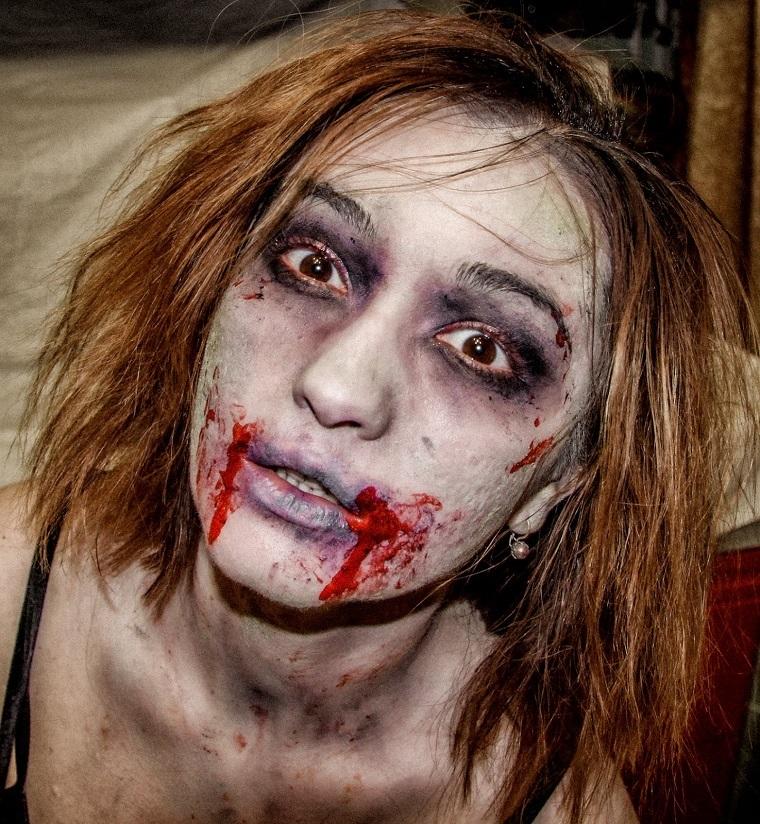 modello trucco donna zombie sangue