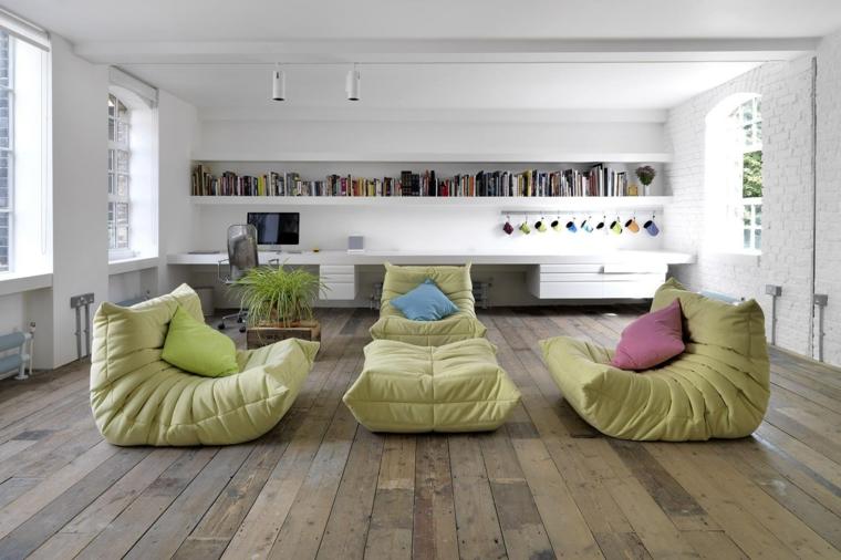 muri bianchi pavimento legno abbelliti mobili tessuto color verde