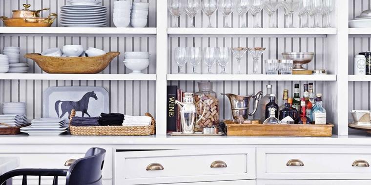organizzare cucina mensole bianche salvare spazi
