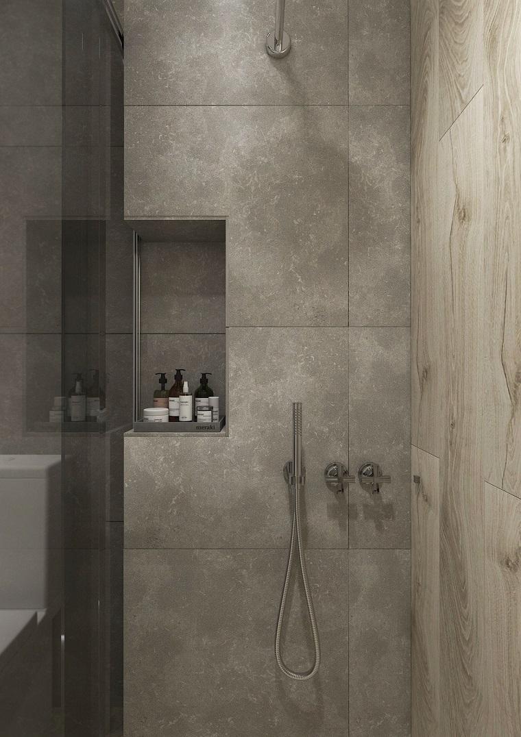 Come ristrutturare un bagno, box doccia con porta di vetro con nicchia nella parete