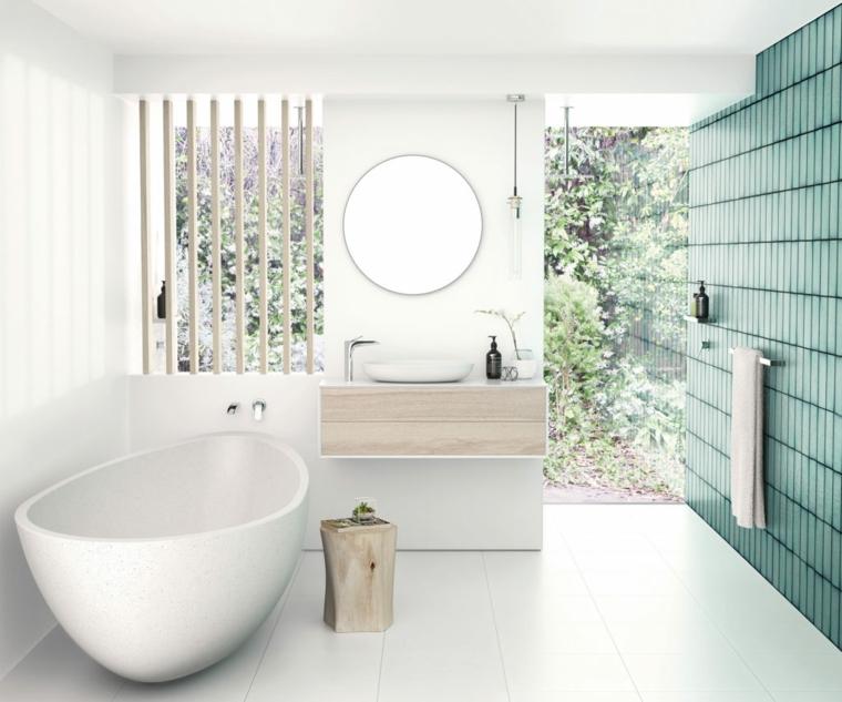 Rivestimenti bagni esempi, sala da bagno con vasca, parete con piastrelle verdi