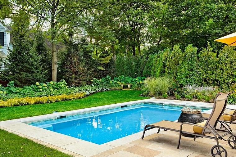 piscina piccola adorabile due sdrai riposo ottimale