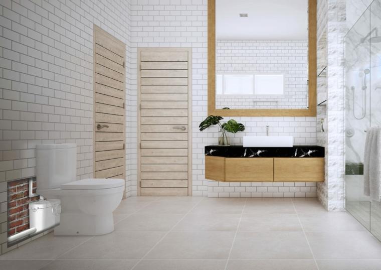 Come ristrutturare un bagno, sala da bagno con piastrelle effetto pietra e specchio grande