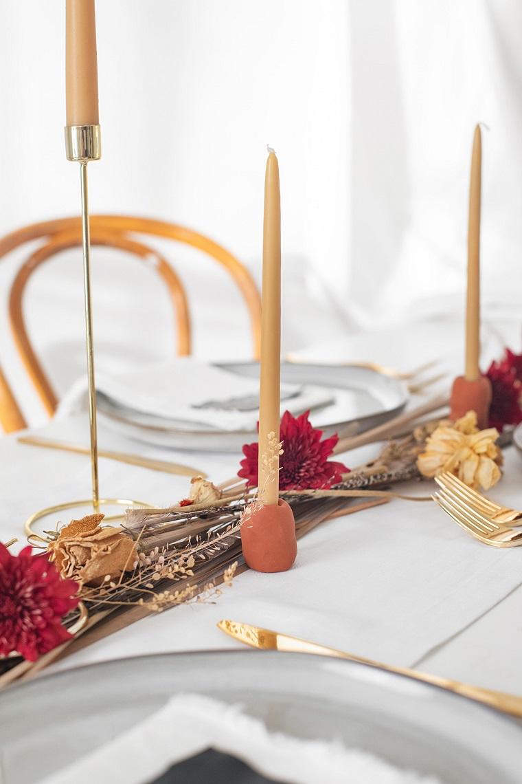 Centrotavola con rametti secchi e candele, portacandele con pongo, lavoretti di Natale facili
