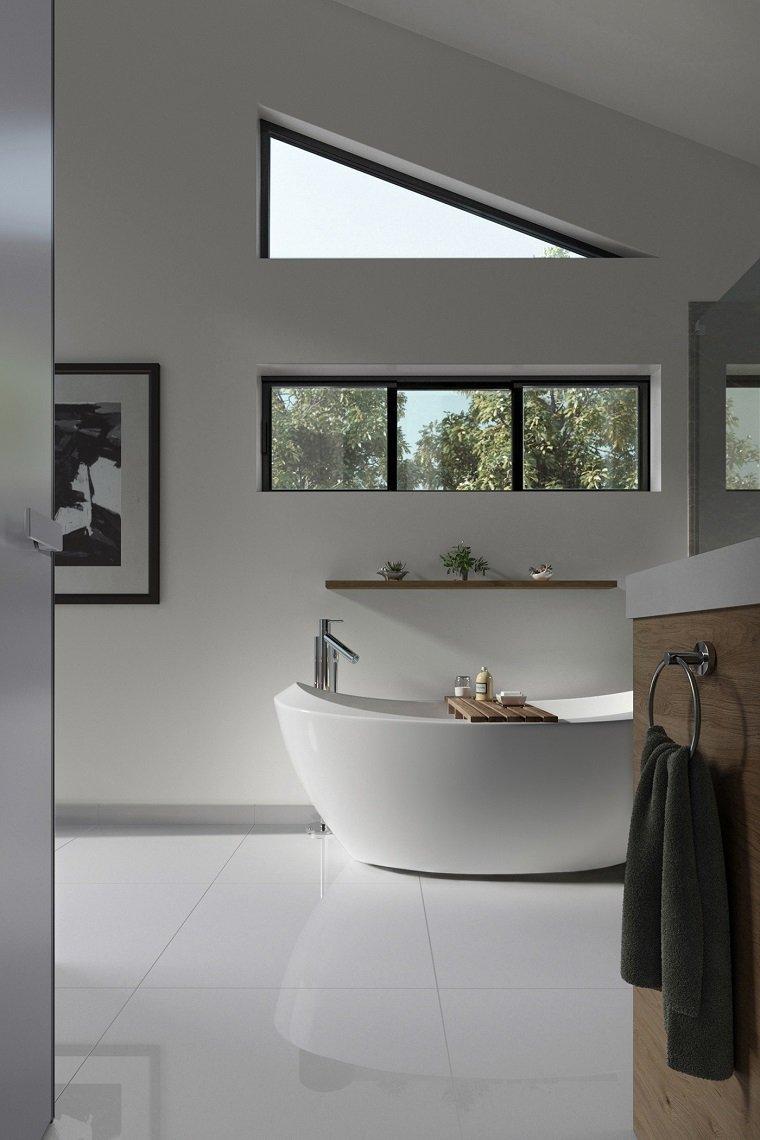 Sala da bagno con vasca ovale, bagno con pavimento in piastrelle bianche
