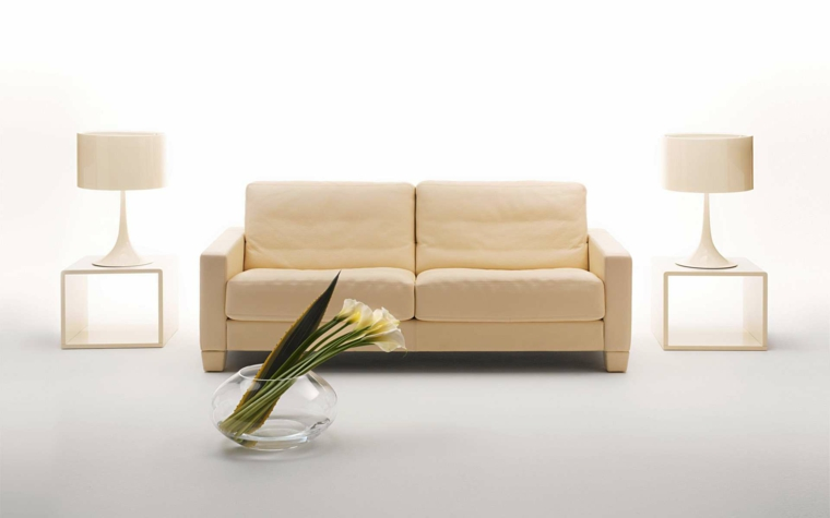 semplicità lampadine bianche divano beige