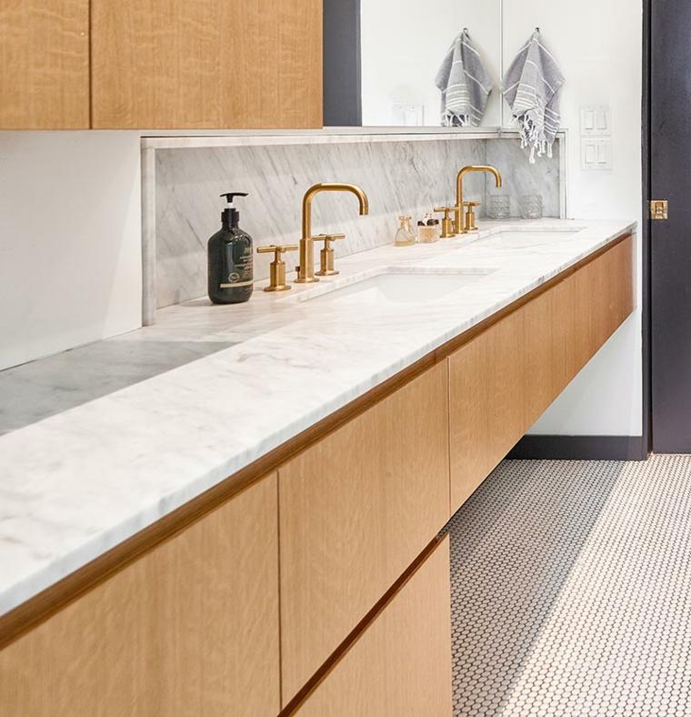 Idee bagno moderno piccolo, mobile lavabo in legno, arredo con armadio in legno