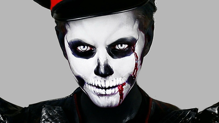 trucco per halloween maschera denti sangue squardo