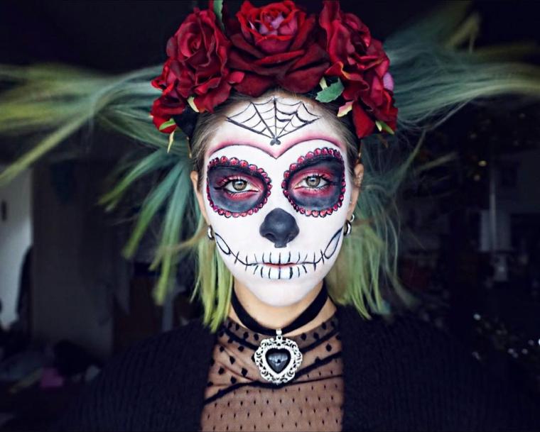 trucco per halloween maschera donna bocca cucita occhi dipinti