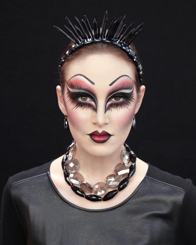 trucco per halloween maschera femminile brillantini occhi bocca