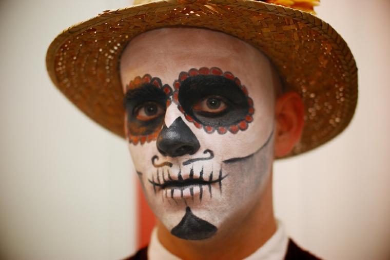 trucco per halloween maschera uomo bocca cucita