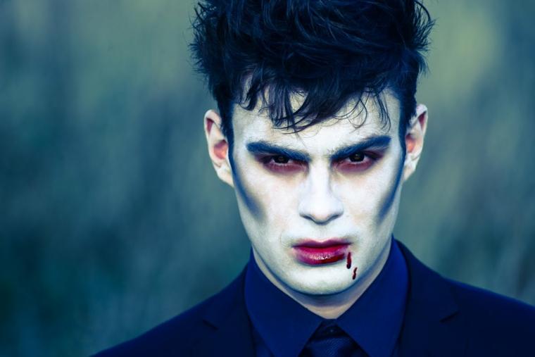 trucco per halloween maschera uomo vampiro sfumato