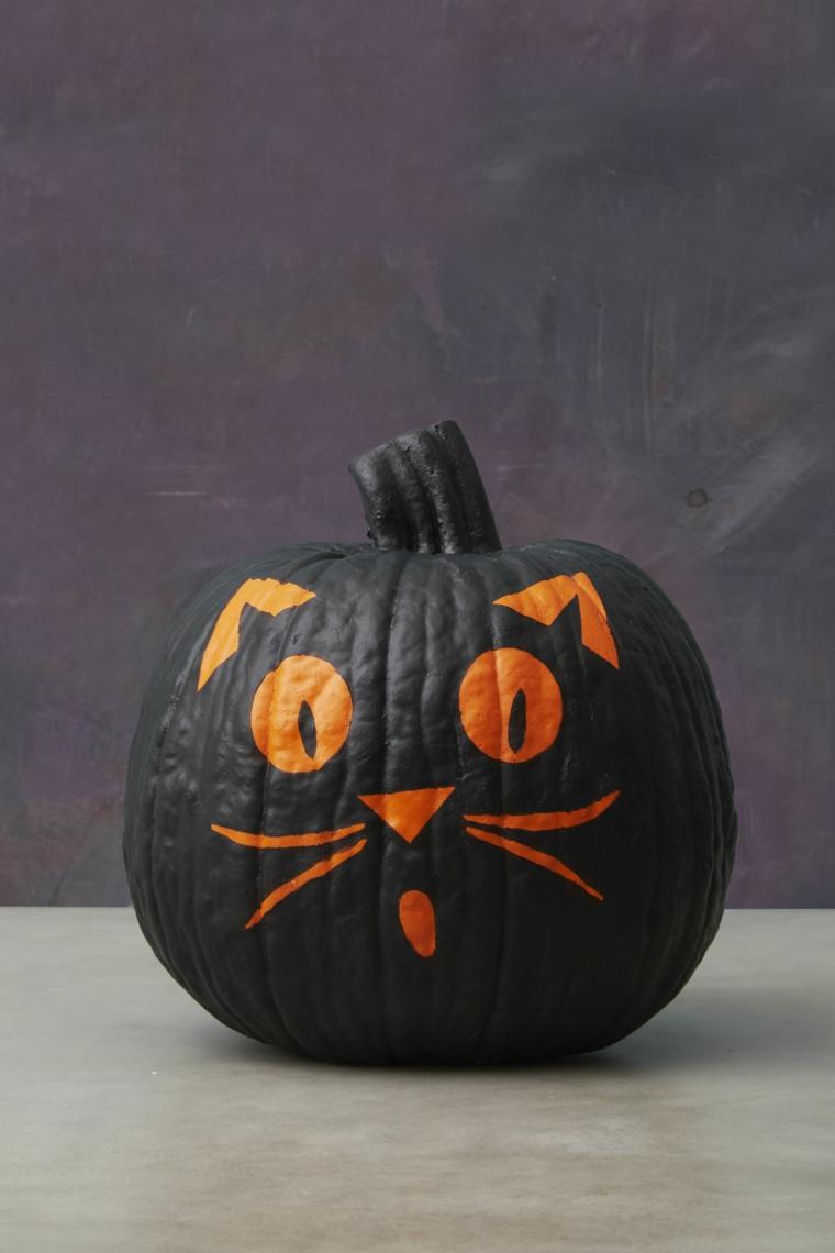 Disegno gatto su una zucca, decorazioni per Halloween, zucca dipinta di nero