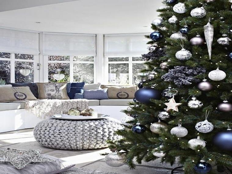 Albero Di Natale Con Decorazioni Blu : Albero di natale bianco con decorazioni blu e argento: addobbare la