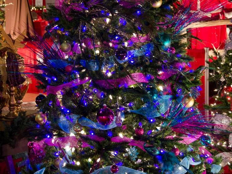 Alberi Di Natale Addobbati Luci Colori Fiocchi E Tanto