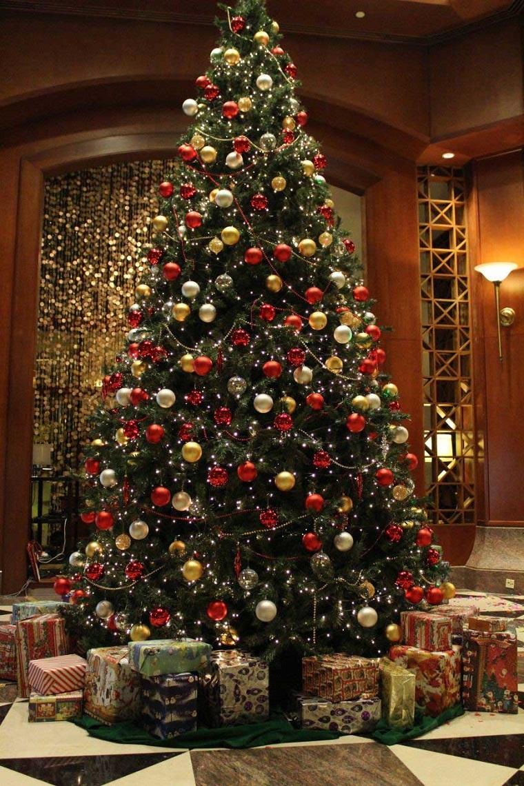 Alberi Di Natale Addobbati Foto.Alberi Di Natale Addobbati Luci Colori Fiocchi E Tanto Altro Ancora Archzine It