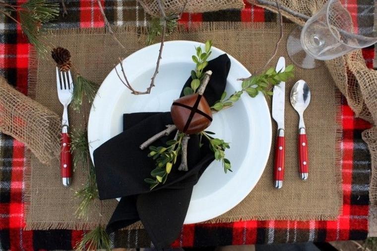 Come addobbare la casa per natale idee eleganti e chic - Addobbi natalizi sulla tavola ...