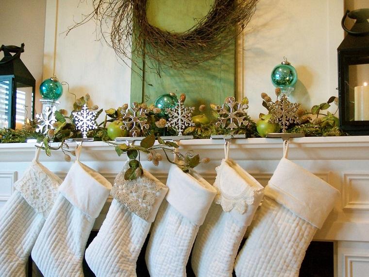 addobbi natalizi bianchi idea calze regali