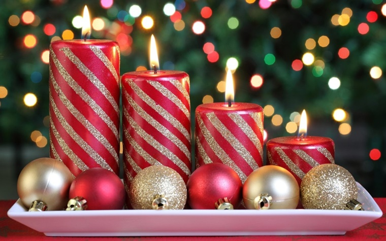 addobbi natalizi candele palline colorate