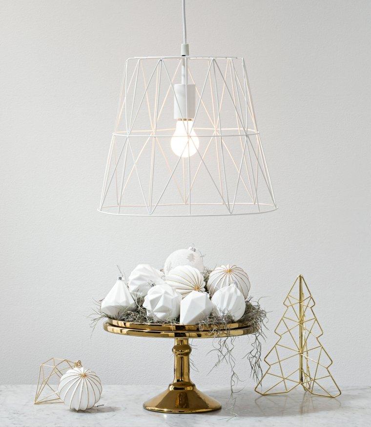 Mini albero di metallo, addobbi natalizi fai da te, centrotavola con palline di porcellana bianca