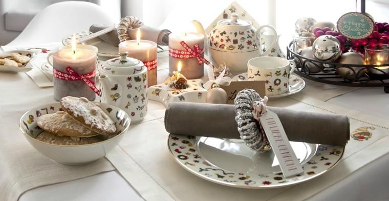 addobbi natalizi tavola allestita dolci candele segnaposto