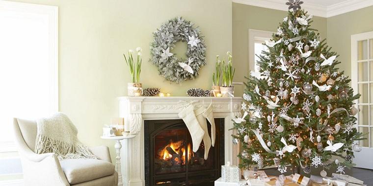 alberi di Natale addobbati bianco