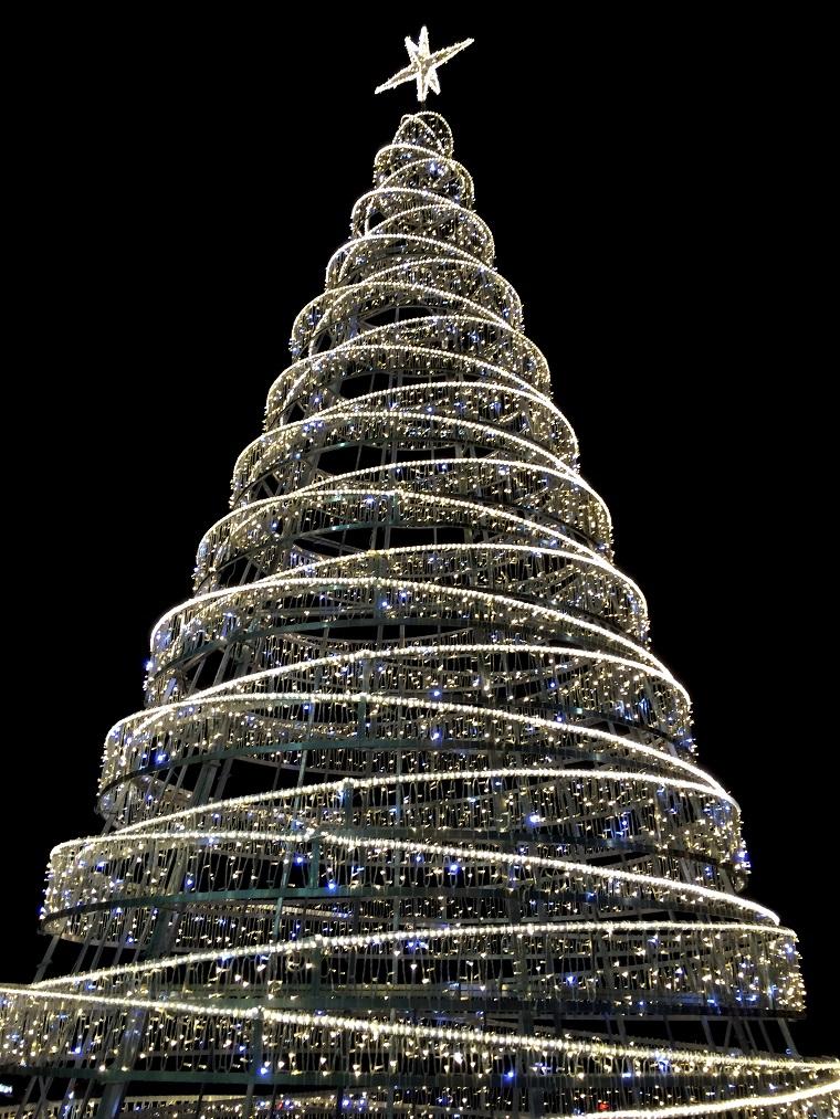 alberi di Natale addobbati luci ghiaccio