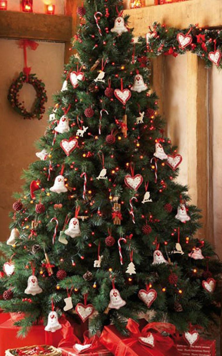 alberi natale decorazioni vivaci colorate