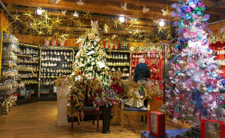 allestimento meraviglioso negozio addobbi natalizi