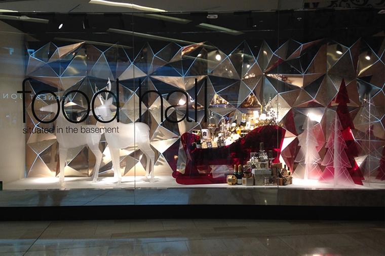allestimento natalizio elegante negozio alcolici