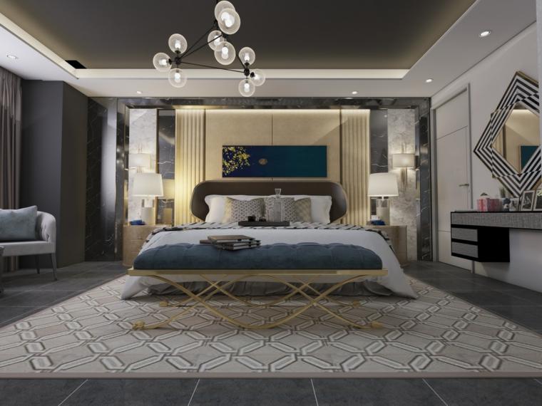 Camere da letto matrimoniali moderne, lampadario con sfere di vetro, parete con pannelli, tappeto figure geometriche
