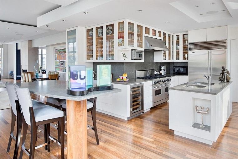 Come arredare una cucina con mobili bianchi e legno for Arredamento lussuoso