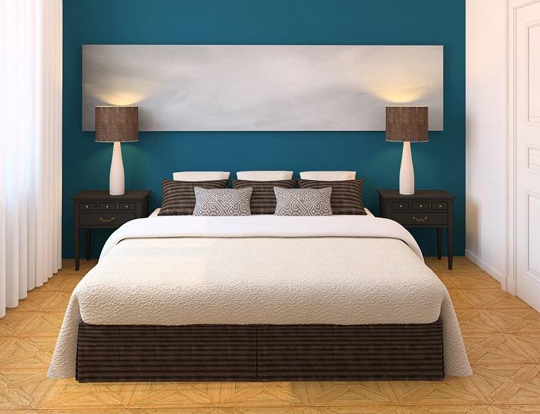 arredamento moderno effetto legno parete blu