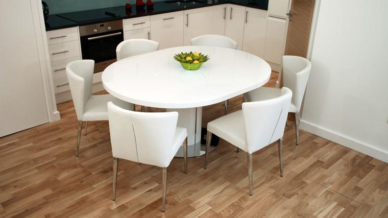 Sala da pranzo moderna idee d 39 arredamento per la zona for Sedie imbottite per sala da pranzo
