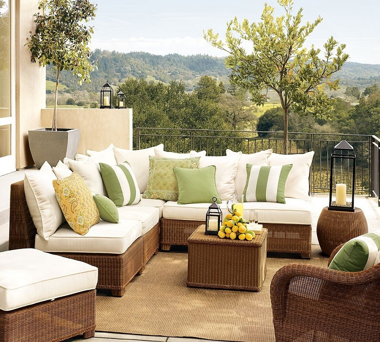 arredamento terrazzo divani sofa tavolo vimini