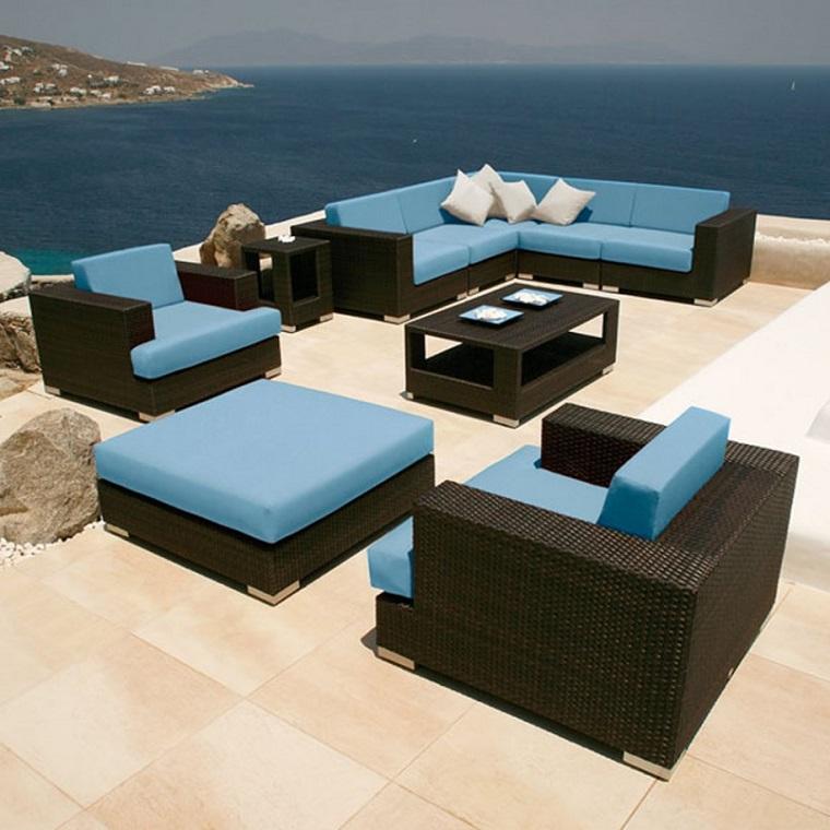 arredamento terrazzo mare marrone turchese