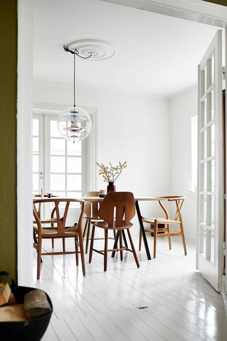 arredare piccolo soggiorno pranzo tavolo di legno con sedie pavimento living bianco