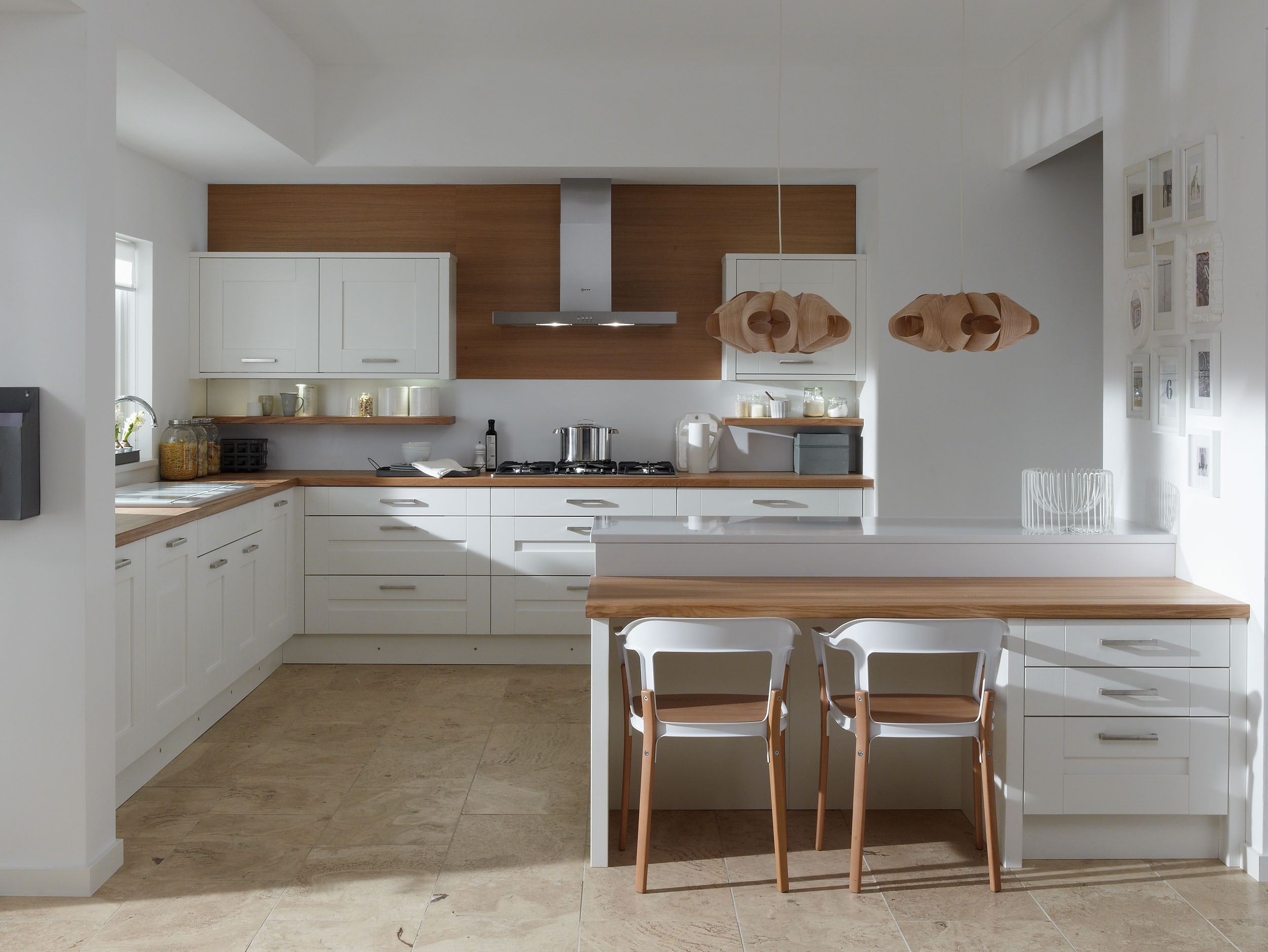 Come arredare una cucina con mobili bianchi e legno - Mobili laccati bianchi ...