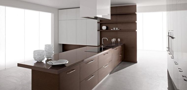 Come arredare una cucina con mobili bianchi e legno for Cucine arredate