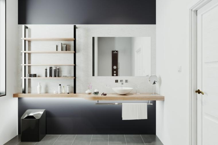 Arredo bagno con mensole, lavabo da appoggio, piastrelle bagno colore grigio