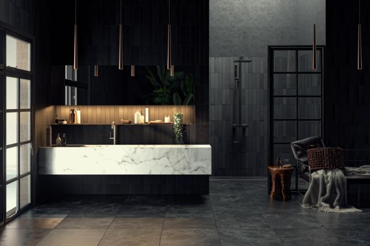 Mobile lavabo in marmo, pavimento piastrelle grigie, parete con mensola illuminata
