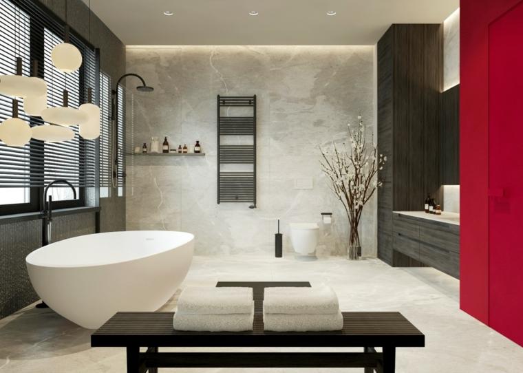 Bagno con pavimento in marmo, arredo bagno moderno, sala da bagno con vasca forma arrotondata