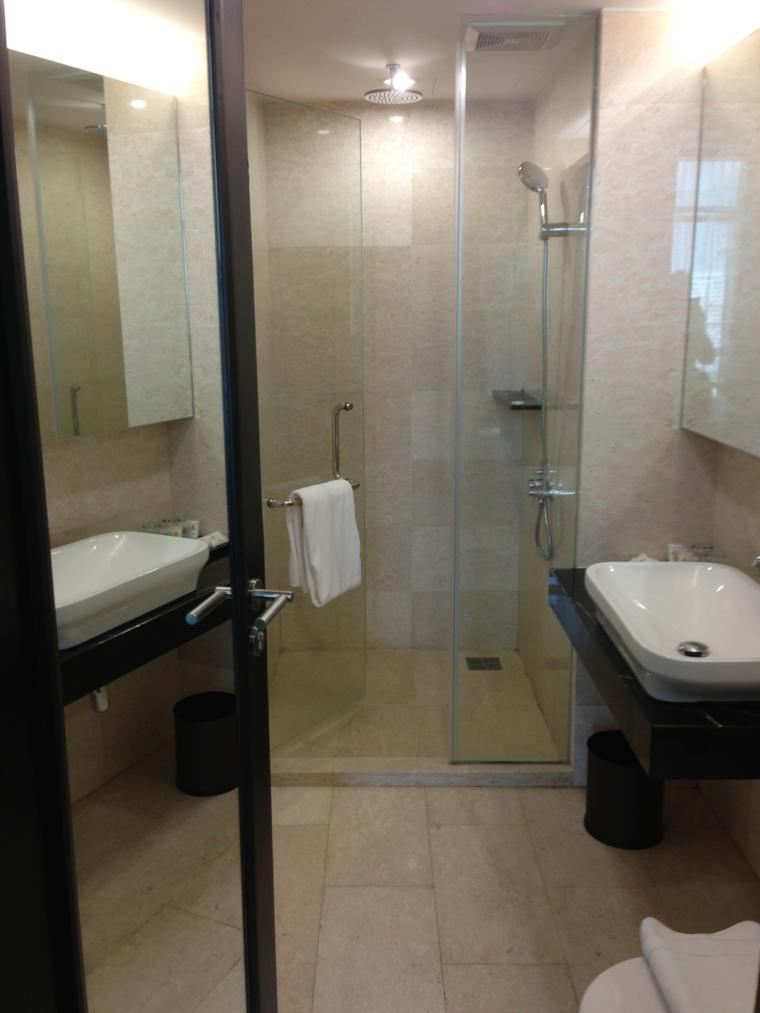 Bagni piccoli idee e consigli per gli spazi ridotti - Dimensioni sanitari bagno piccoli ...
