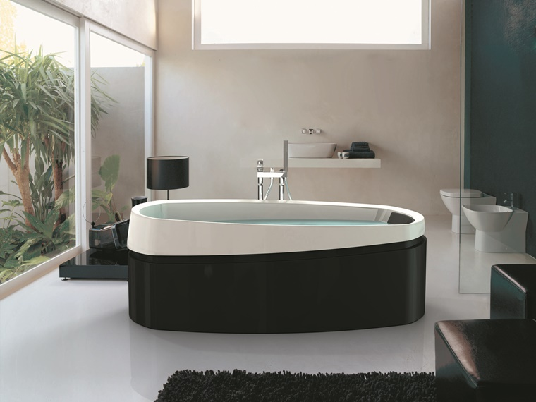 bagno bianco e nero vasca pavimento