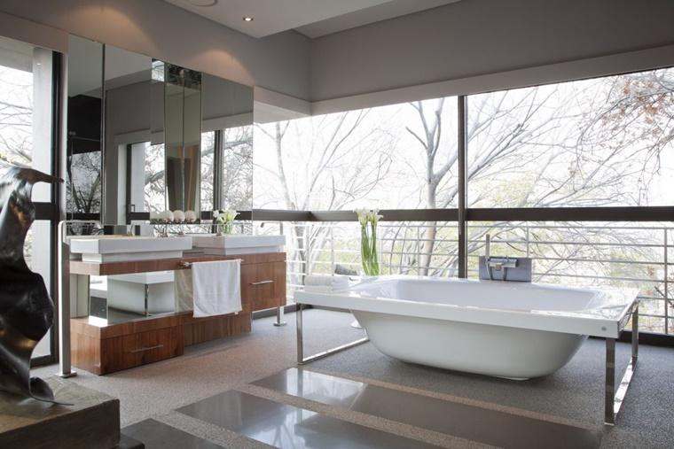 bagno luminoso design minimal vasca particolare