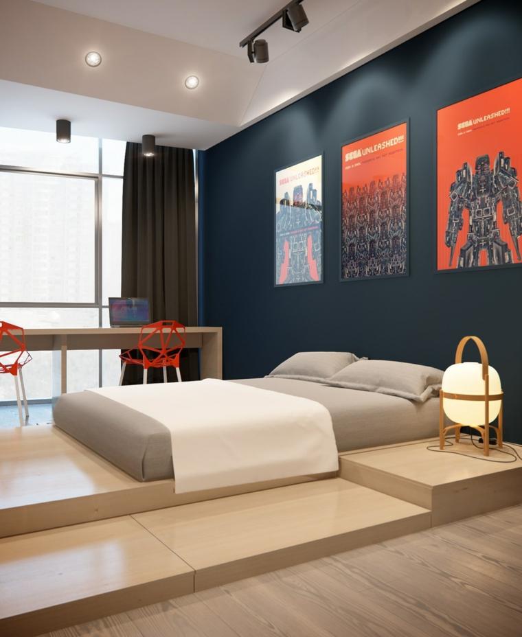 Idee per dipingere stanza da letto, parete di colore blu, decorazione con foto, faretti sul soffitto