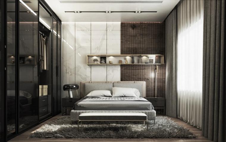 Armadio con porte scorrevoli, parete con pannelli, faretti sul soffitto, arredamento camera da letto