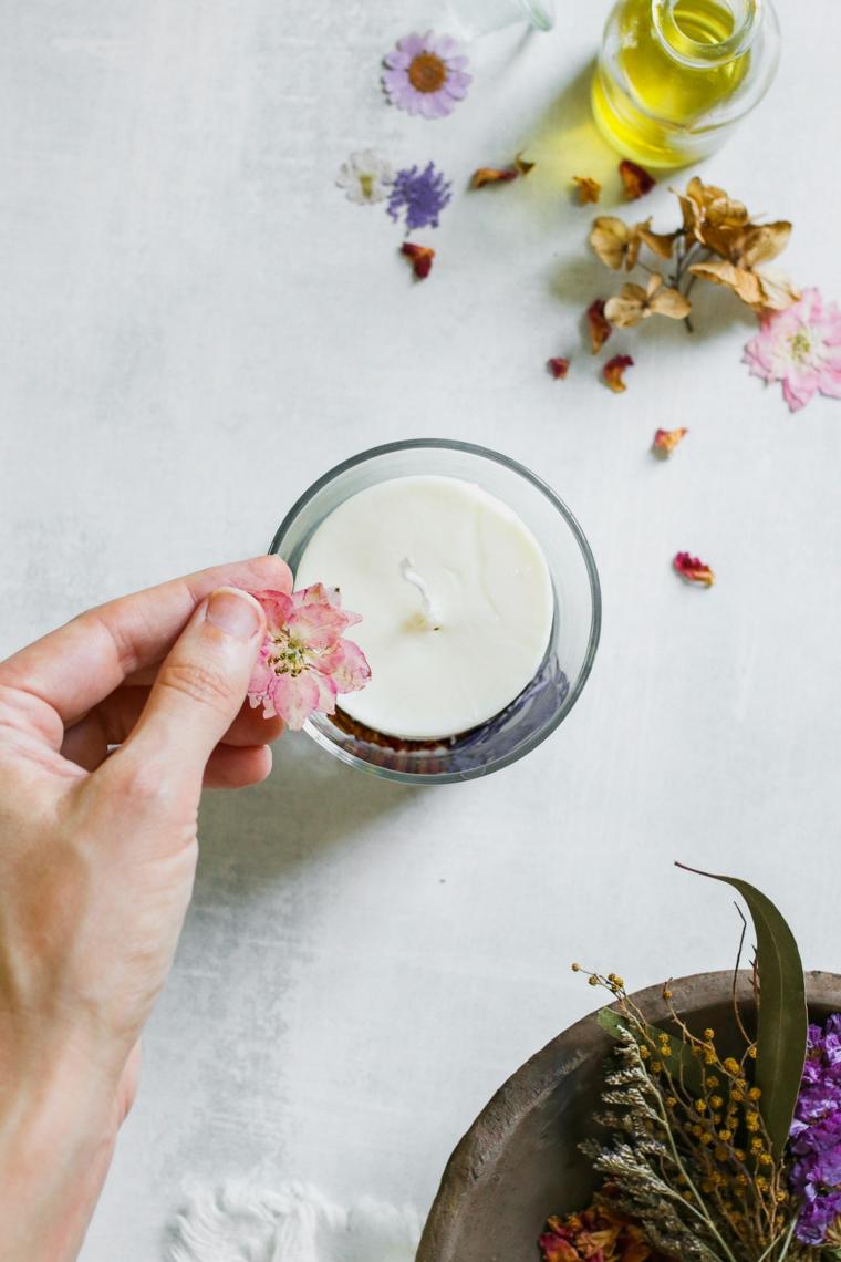 candela fai da te con petali di fiori regali di compleanno per lei fatti a mano